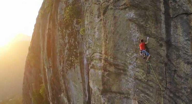 Atalho do Diabo (8b, 8SL) David Lama & Felipe Camargo in Rio pt2