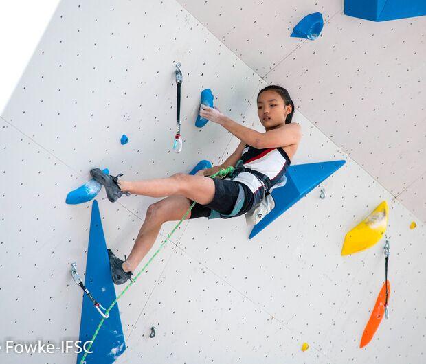 Chaehyun Seo klettert beim Lead-Weltcup in Chamonix zum Sieg