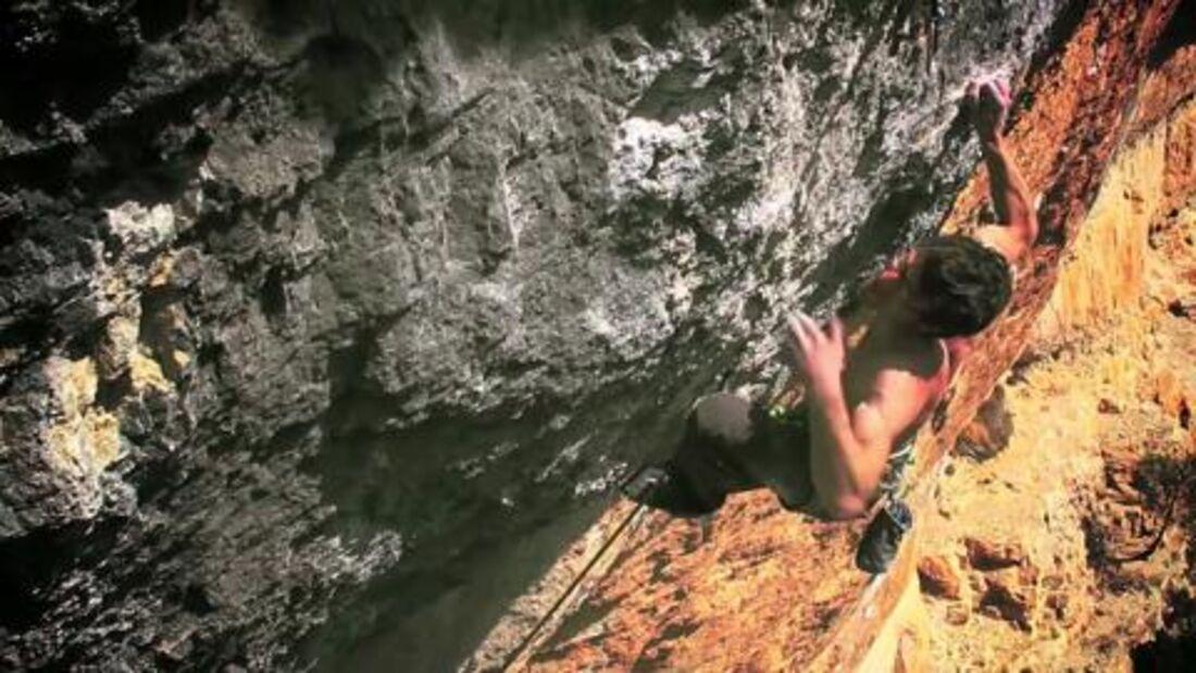 Daniel Jung climbing in Siurana - Film by vertikup.com