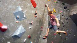 Dynamisch Klettern lernen mit Louis Parkinson
