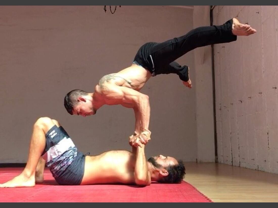 KL Acro Jason Nehmer Planche Hand-to-Hand