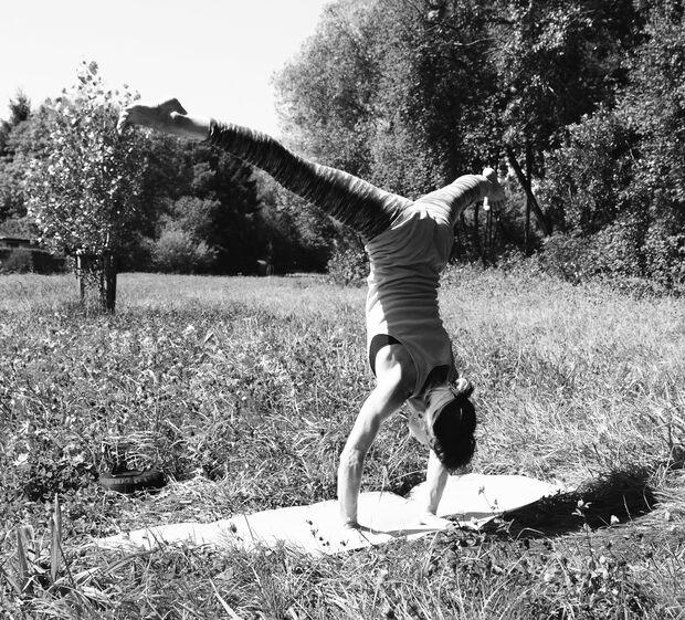 KL Ashtanga Yoga Prasarita Handstand Sarah Burmester