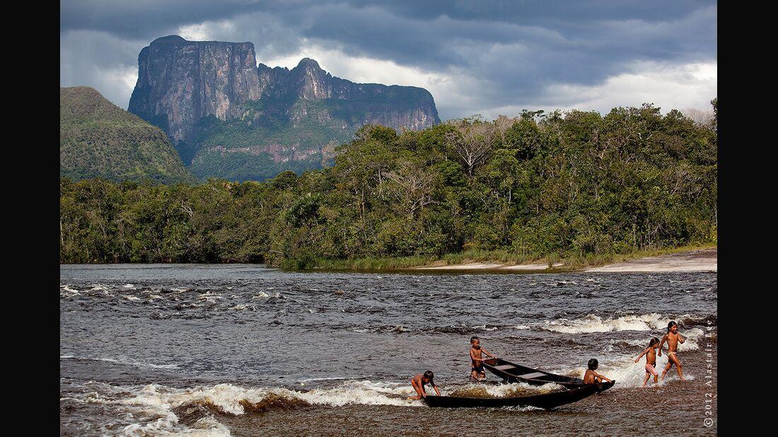 KL-Autana-Posing-Productions-canoe_surf_web (jpg)