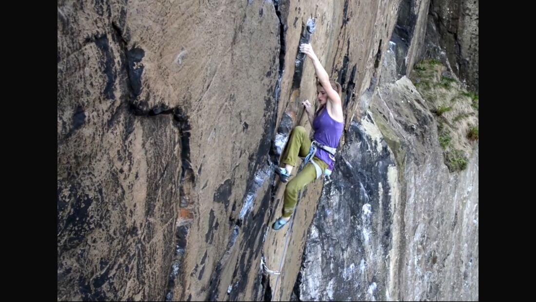 KL Babsi Zangerl klettert Achemine E9 Dumbarton Scotland