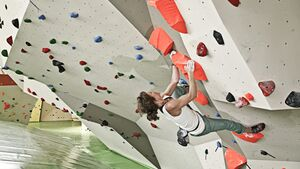 KL Besser Bouldern in der Boulderhalle Teaser Sarah Dynochrom