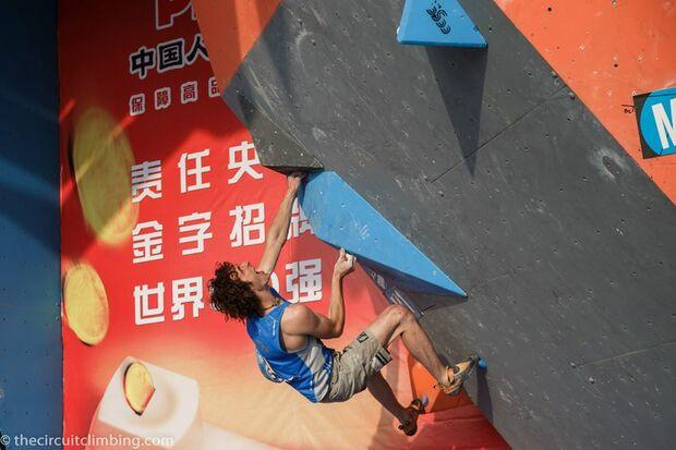 KL-Boulder-Weltcup-2015-the-circuit-boulder-weltcup-Haiyang-2015-IFSC-Boulder-World-Cup-Finals-selection-12-Adam-Ondra (jpg)