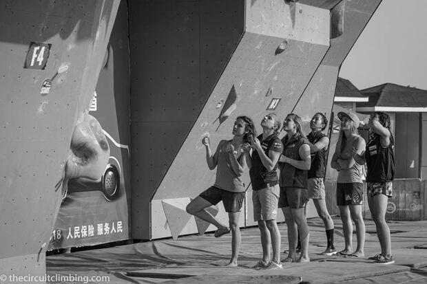 KL-Boulder-Weltcup-2015-the-circuit-boulder-weltcup-Haiyang-2015-IFSC-Boulder-World-Cup-Finals-selection-2-M-LeNeve-N-Akjyo (jpg)