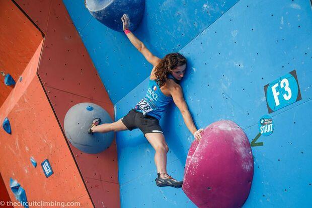 KL-Boulder-Weltcup-2015-the-circuit-boulder-weltcup-Haiyang-2015-IFSC-Boulder-World-Cup-Finals-selection-27-Melissa-LeNeve (jpg)