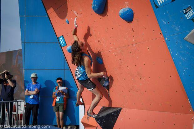 KL-Boulder-Weltcup-2015-the-circuit-boulder-weltcup-Haiyang-2015-IFSC-Boulder-World-Cup-Finals-selection-6-M-LeNeve (jpg)