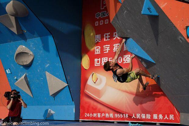 KL-Boulder-Weltcup-2015-the-circuit-boulder-weltcup-Haiyang-2015-IFSC-Boulder-World-Cup-Finals-selection-7-Jan-Hojer (jpg)
