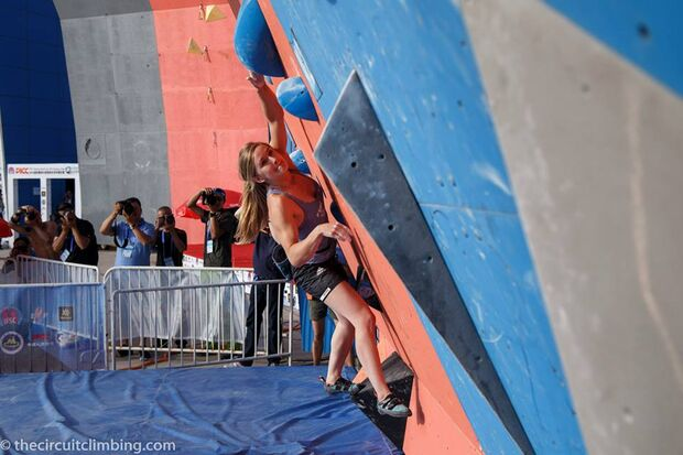 KL-Boulder-Weltcup-2015-the-circuit-boulder-weltcup-Haiyang-2015-IFSC-Boulder-World-Cup-Finals-selection-9-Shauna-Coxsey (jpg)