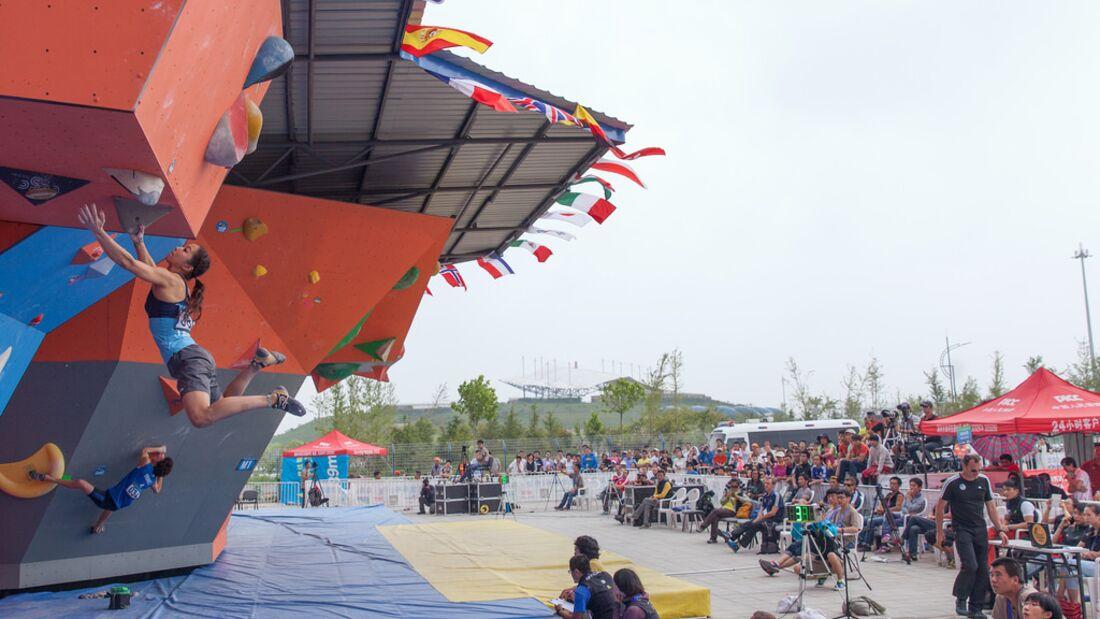 KL-Boulder-Weltcup-Haiyang-2014-Akiyo+Crowd-14473691595_051c8c19ef_b (jpg)