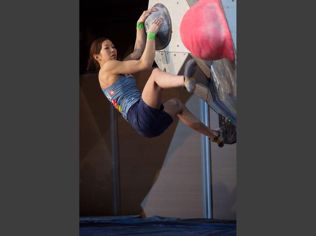 KL-Boulder-Weltcup-Millau-2013-HW-130406-boulder-worldcup-millau-9980 (jpg)