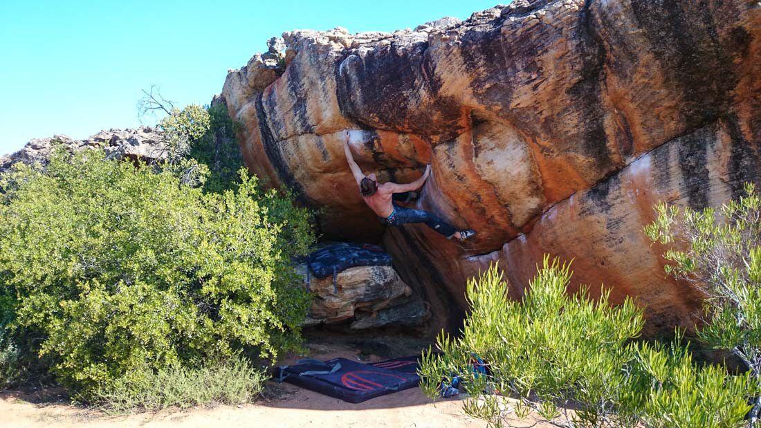 KL-Bouldern-Rocklands-Suedafrika-James-Pearson-Caroline-Ciavaldini-Golden virginia (jpg)