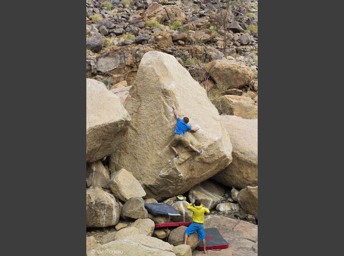 KL-Bouldern-in-Namibia-c-Jean-Louis-Wertz-Nils_damman_0540A (JPG)