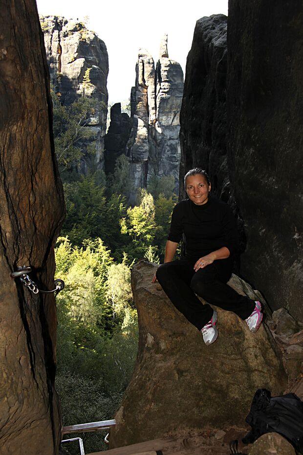 KL CEWE Fotowettbewerb 2013 Leserfotos Christina Schumacher - Lesertext: Hallo,  auf den beiden Bildern bin ich auf der Häntzschelstiege in den Affenbergen unterwegs. Bild 1 zeigt den herrlichen Ausblick und Bild 2 zeigt mein größtes Glück, nach der erste