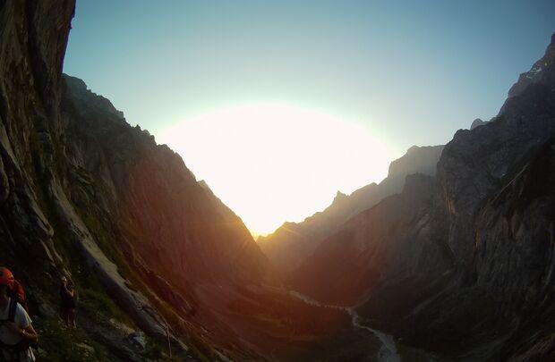 KL CEWE Fotowettbewerb 2013 Leserfotos Simon Lotz - Lesertext: Das erste Bild ist eine schöne Landschaftaufnahme um 05:30 an der Zugspitze. Wir (eine kleine gruppe des DAV) gingen auf den Gipfel der Zugspitze über die höllentalklamm, gletscher und via fer