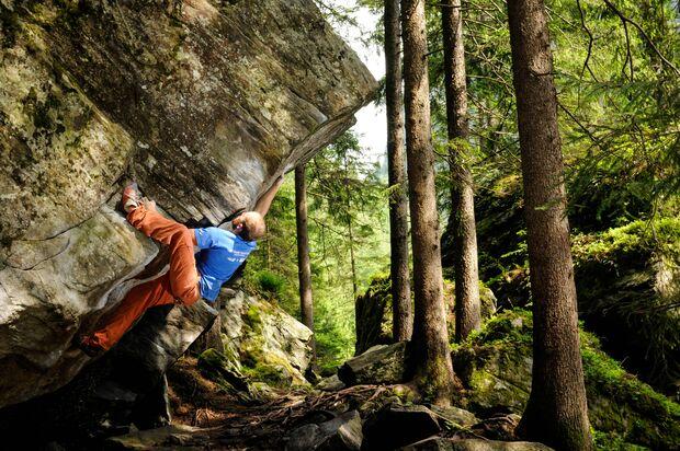 KL CEWE Fotowettbewerb 2013 Leserfotos Stefan Plank - Lesertext: Das 1. Bild wurde in Zillertal aufgenommen kann mich leider nicht mehr an den Namen des Boulders erinnern. Der  zusehenden Kletterer ist Ivan Polettti.   Das 2. Bild wurde in der Kletterhall