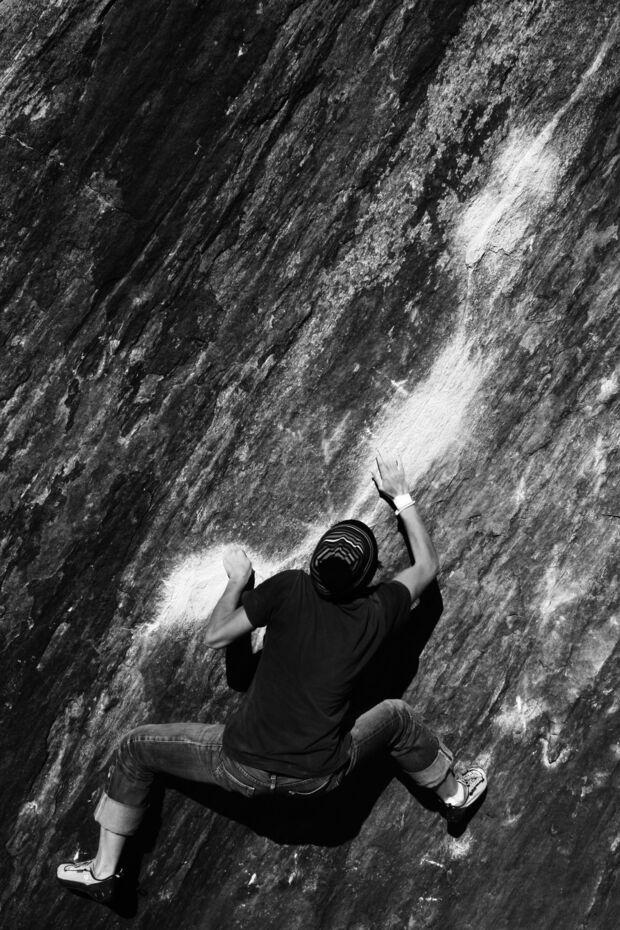"""KL CEWE Fotowettbewerb 2013 Leserfotos Waltraud Kofler - Lesertext: Bild 1: Linienführung, folge der Linie bis zum Mond, Moonwalk, Zillertal.  Bild 2: Sonnenaufgang in den Dolomiten, Highline \""""Brigade\"""" am Pisciadu, Südtirol neu"""