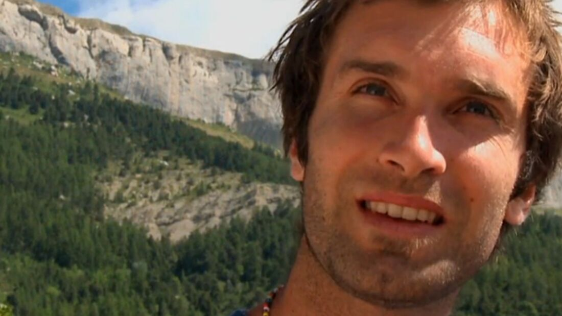KL Chris Sharma climbing and bolting in Céüse