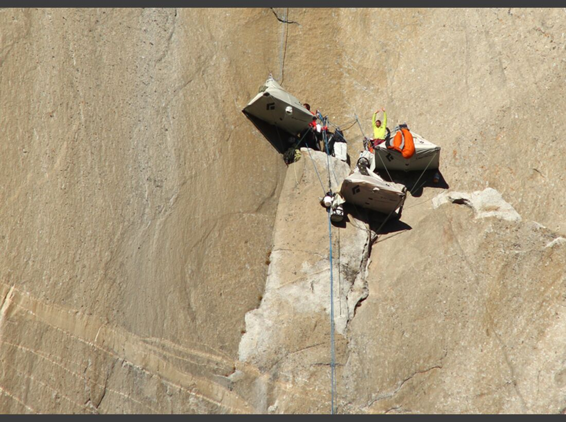 KL-Dawn-Wall-El-Capitan-Tommy-Caldwell-Kevin-Jorgeson-getting-ready-at-basecamp-c-Tom-Evans-el-cap-report-04 (jpg)