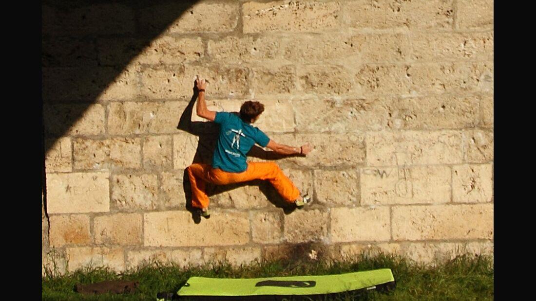 KL Edelrid Advertorial TEASER Pirmin Bertle bouldert in Fribourg