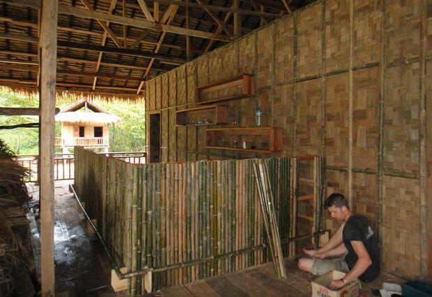KL-GreenClimbersHome-Klettern-Laos-KL-Green-climbers-home-laos--bar-building (jpg)