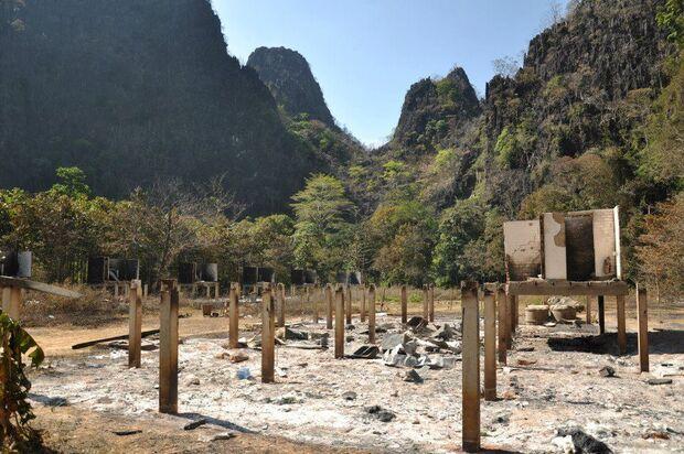 KL-GreenClimbersHome-Klettern-Laos-KL-Green-climbers-home-laos-climbing-gear-after-fire-bungalows (jpg)