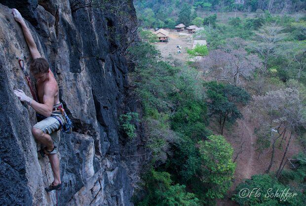 KL-GreenClimbersHome-Klettern-Laos-Uli_2_Fresh Air_2.SL 7b+_March2012 (jpg)