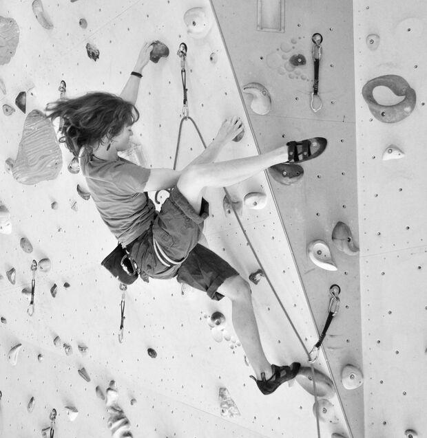 KL Heelhook beim Klettern Klettertechnik Sarah Waldau