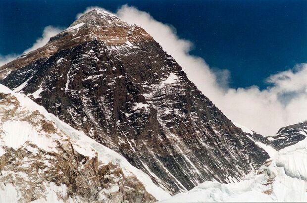 KL-High-5-Winterklettern-Mount-Everest-fromKalarPatar-c-Uwe-Gille-cc-3 (jpg)