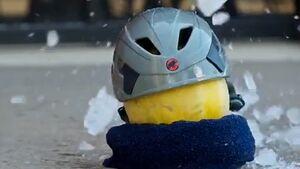 KL Hochwissenschaftlicher Kletter-Helm-Test Climbing Magazine Teaser