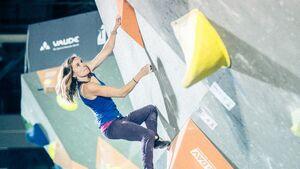 KL Julia Winter beim deutschen Bouldercup in Hannover