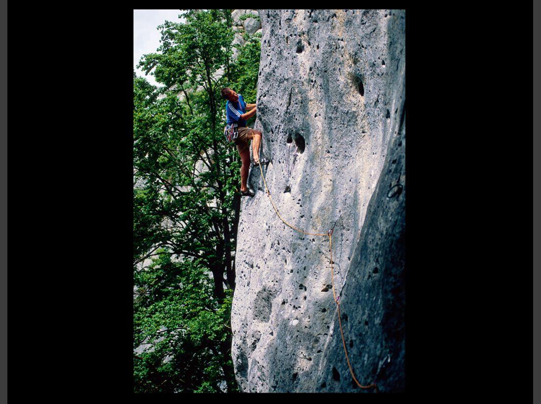 KL-Klettern-Wochenend-Trips-D-A-CH-4-2015-Loechlesfels_Kreuzwortraetsel_Joerg (jpg)