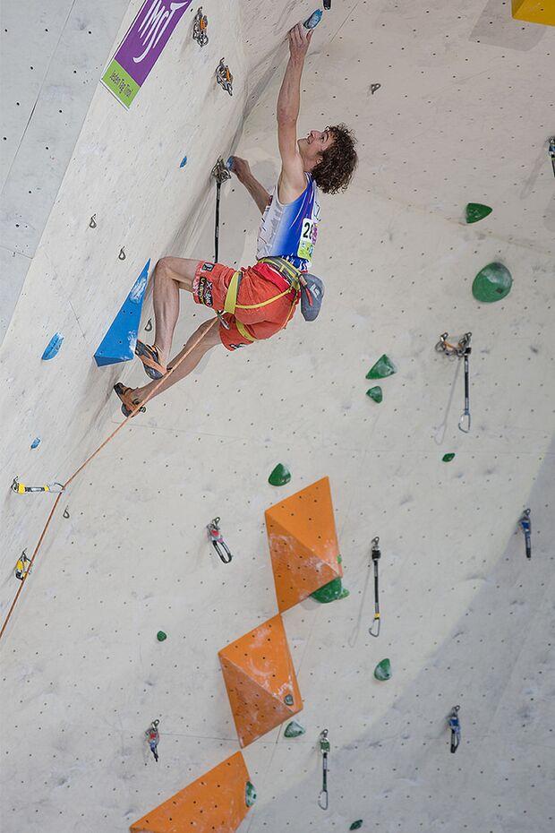 KL-Lead-Weltcup-Imst-2014-Adam-Ondra-14802265736_19b6c2290c_b (jpg)