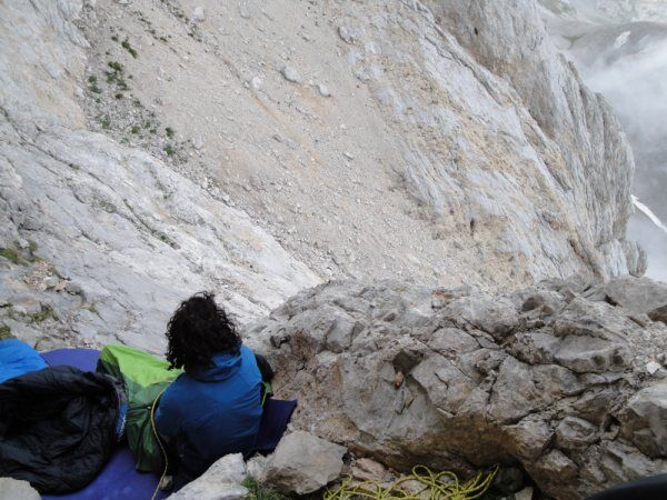 KL_Leo_Naranjo_waking up on a small ledge (JPG)