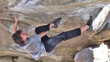 KL Leon Fraunholz klettert The Dagger 8B im Tessin