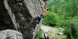 KL Lukas bouldert in Chamonix