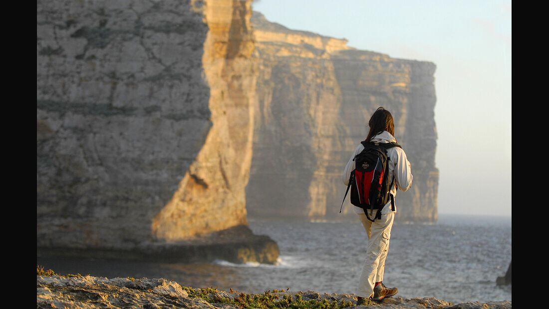 KL_Malta_allg_A-stroll-below-the-cliffs-01-by-Paolo-Meitre-Liberatini (jpg)
