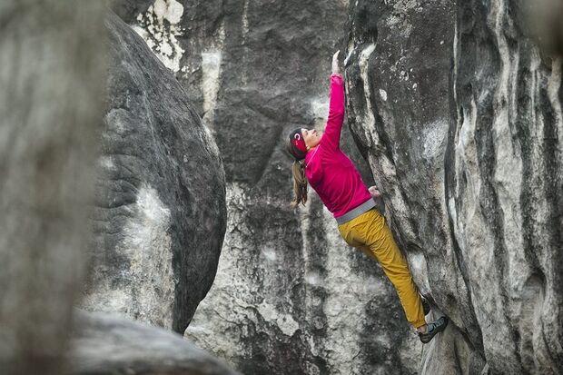 KL_Mammut_Special_2017_Athletenbilder_i_Anna_Stoehr_rock-climbing_anna-stoehr_fontainebleau_D453994_rgb.jpg