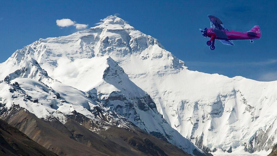 KL Mount Everest mit Flugzeug Fotomontage