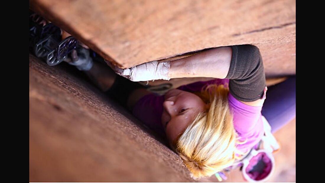 KL Pamela Shanti Pack Finding Wide offwidth climbing