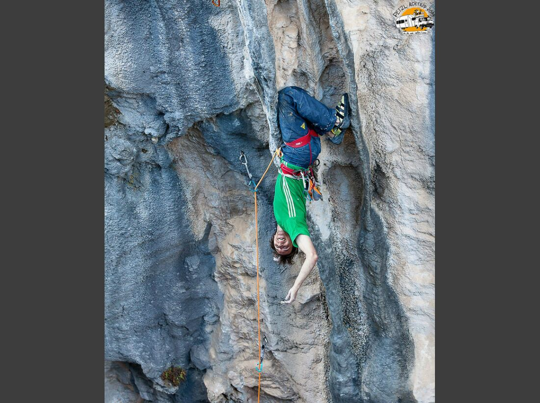 KL-Petzl-Roctrip-2014-Klemen-Becan-no-hand-kneebar (jpg)