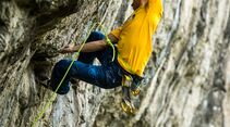 KL-Reclimbing-the-Classics-Mammut-Sean-McColl-Hubble-8c+Peak-District-England 5