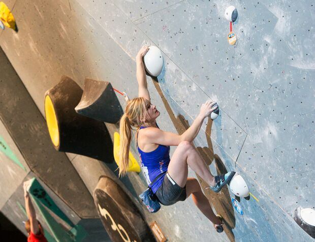KL Shauna Coxsey Boulder-Weltcup Innsbruck 2016