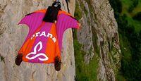 KL-Steph-DAvis-wingsuit-Steph-Davis_wing (jpg)