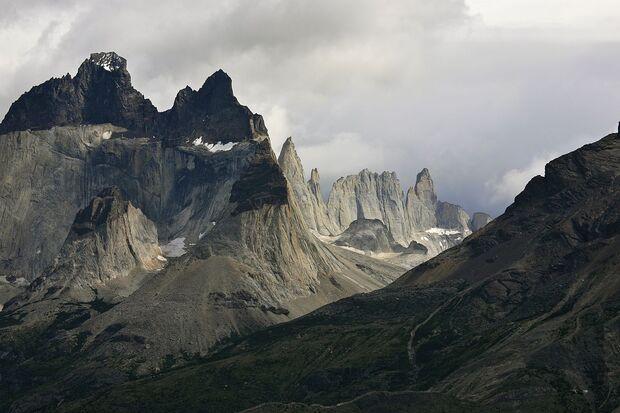 KL-Torres-del-Paine-1280px-Cuernos_del_Paine_2011 (jpg)