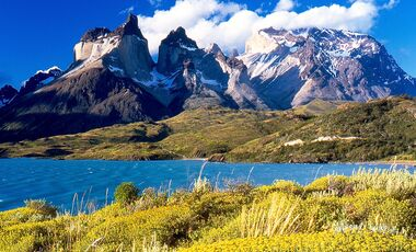 KL-Torres-del-Paine-1280px-Cuernos_del_Paine_from_Lake_Peho-PublicDomain (jpg)