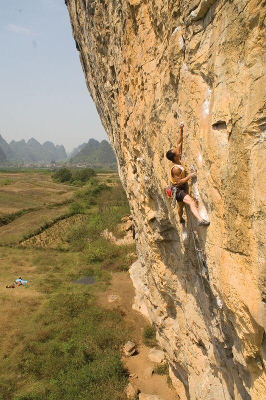 KL-Yangshuo-Rocky-Wang---White-Mountain---West-Streak-7a+-(5) (jpg)