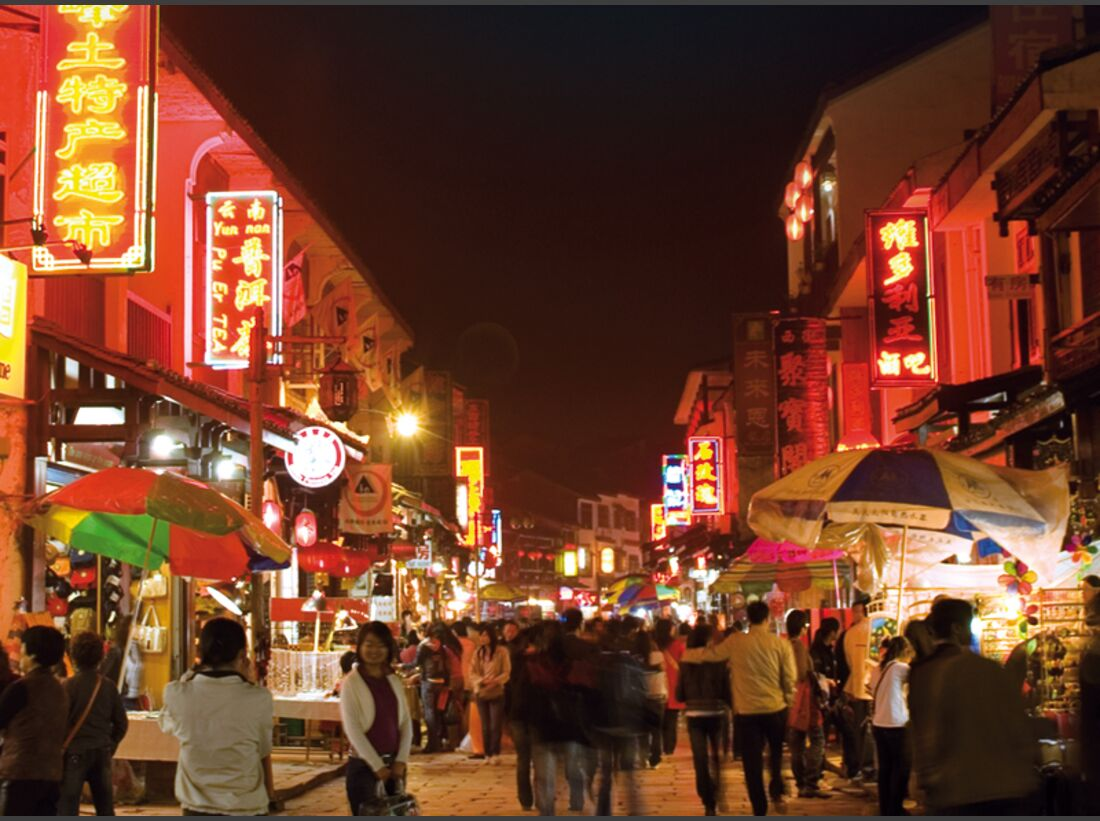 KL-Yangshuo-Yangshuo-tourist-center-West-street-at-night-2 (jpg)